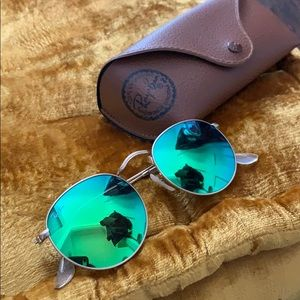Accessories - New real raybans never worn with case